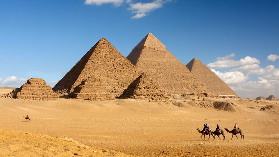 エジプトでホテルにこもり一人仕事をする運のない雨男